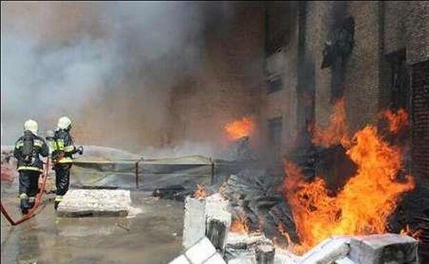 کارخانه یونولیت در دزفول دچار آتش سوزی شد
