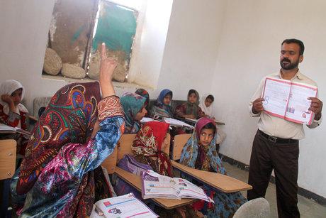تلاش برای بازگرداندن دانشآموزان دختر عشایری بازمانده از تحصیل