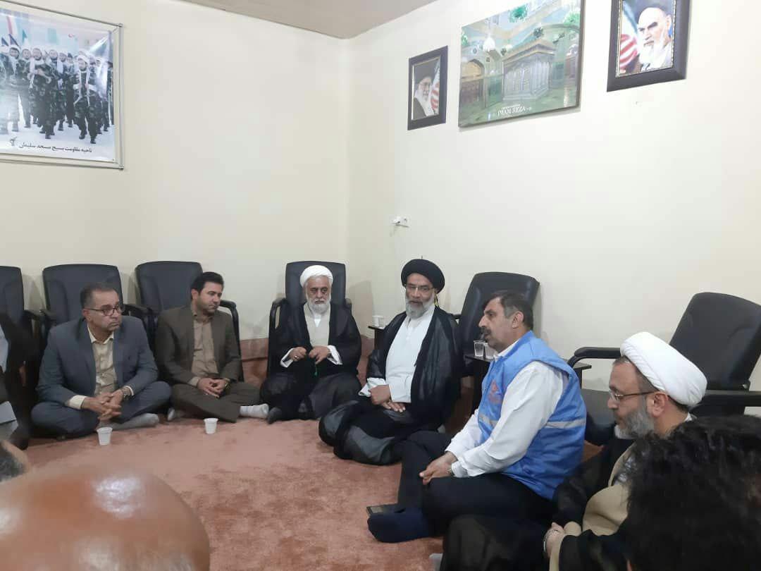 بازدید نماینده ولیفقیه در خوزستان از محلههای زلزلهزده مسجدسلیمان