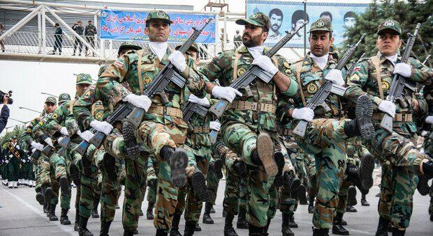 رژه نیروهای مسلح در اهواز آغاز شد