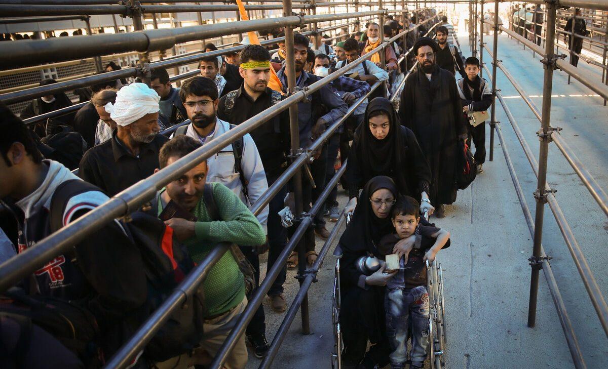 زائران پاکستانی برای ورود به عراق با مشکل مواجه شدند