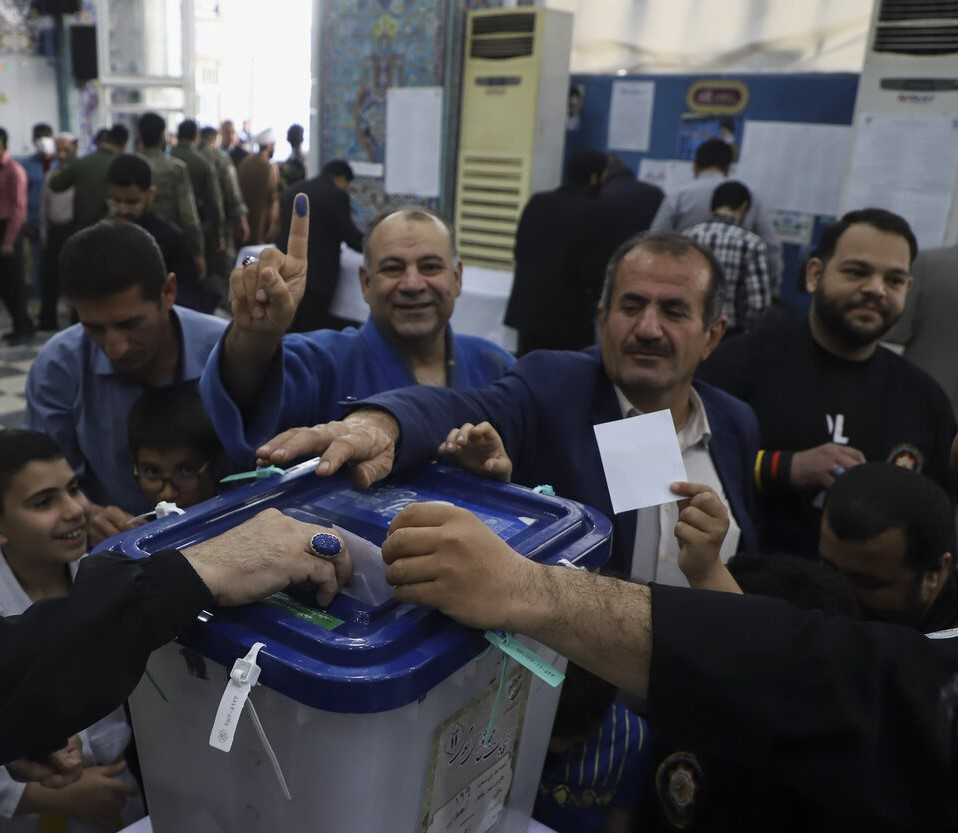 رییس انجمن صابئین مندایی ایران گفت: ما اقلیتهای مذهبی همگام با برادران مسلمان خود در انتخابات مجلس یازدهم شرکت کرده و رای خود را به صندوق میاندازیم.