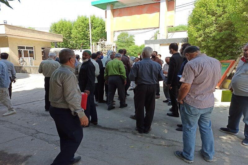 کارگران و بازنشستگان شهرداری آبادان حقوق خود را مطالبه کردند