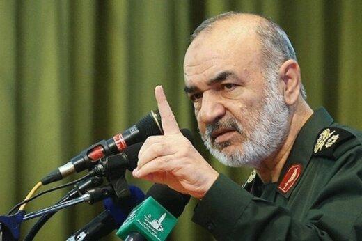 فرمانده سپاه: به نیابت از ملت ایران دستمان روی ماشه است