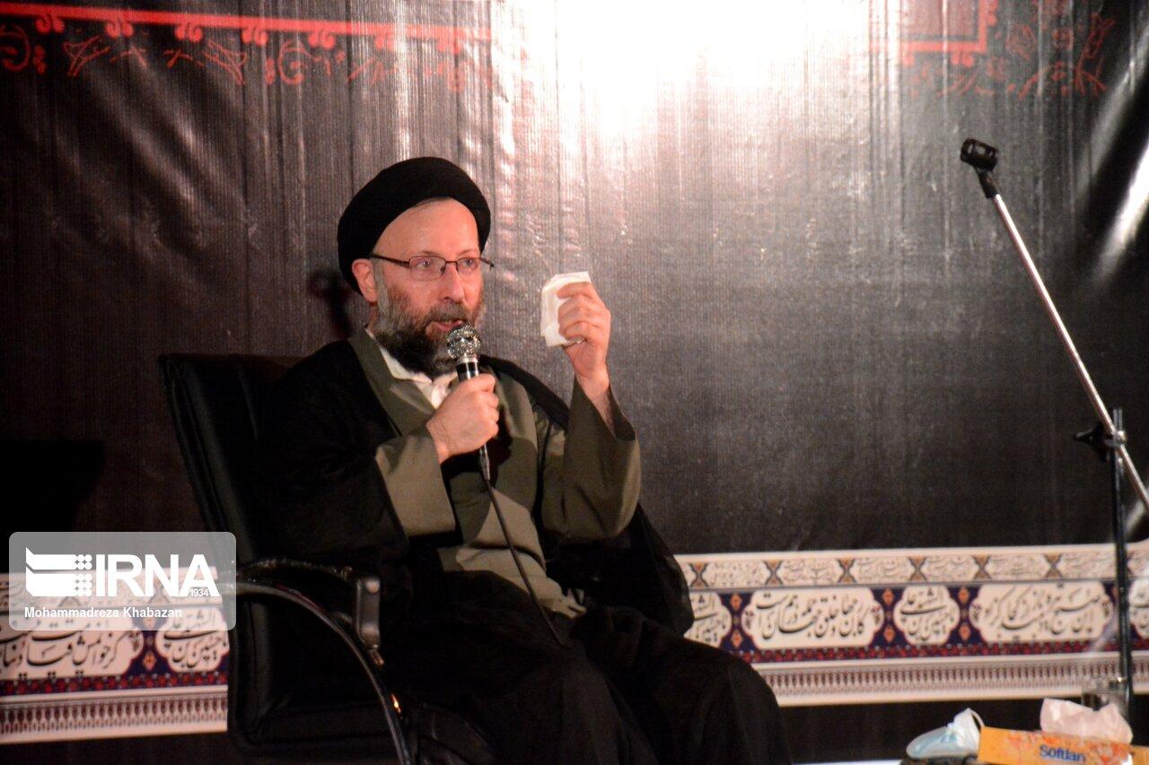 مسوول نهاد نمایندگی رهبری در دانشگاه های خوزستان: انقلاب برای رسیدن به مسیر روشن بهای سنگینی داده است