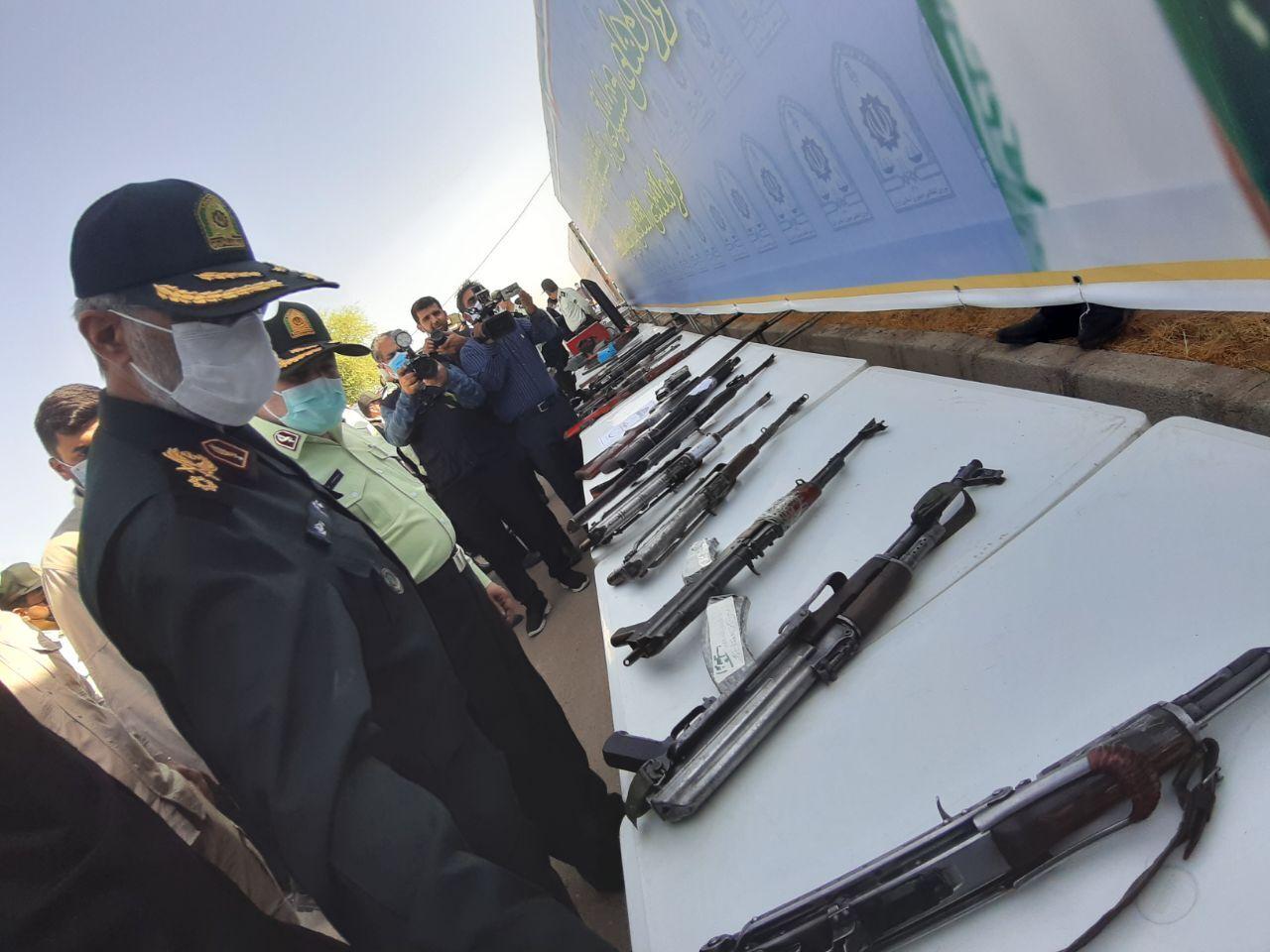 جانشین ناجا: مردم سلاحهای غیرمجاز را به مراجع قانونی تحویل دهند